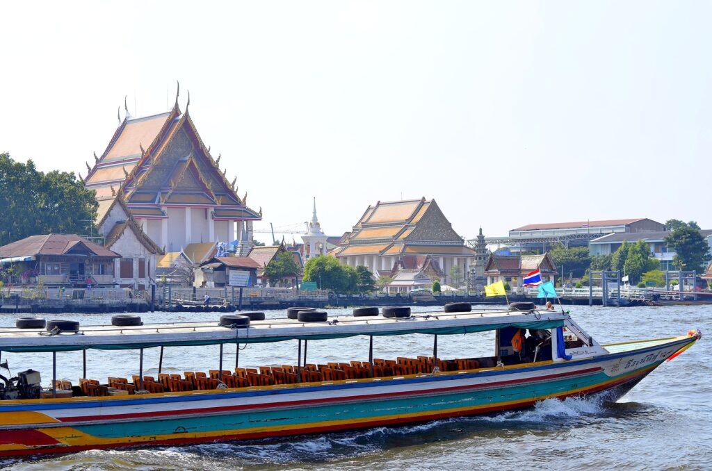 Boottocht over de rivier in bangkok